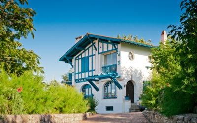 Estimer son bien au Pays Basque : comment faire et comment choisir la bonne agence immobilière ?