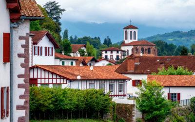 Investir dans l'immobilier au Pays basque : conseils et astuces pour réussir son investissement